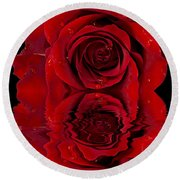 Red Rose Dew Round Beach Towel