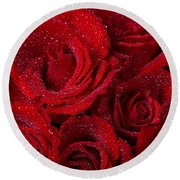 Red Roses And Water Drops Round Beach Towel