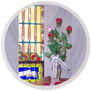 Remembering With Roses Round Beach Towel
