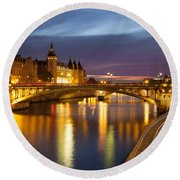 River Seine And The Concierge Round Beach Towel