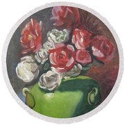 Roses And Green Vase Round Beach Towel