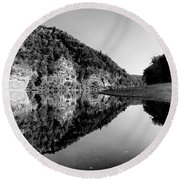 Round The Bend Buffalo River In Black And White Round Beach Towel