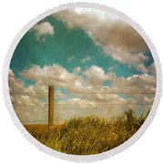 Rural Barbed Wire Fence Round Beach Towel