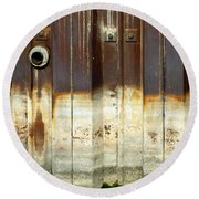 Rusty Wall In The City Round Beach Towel