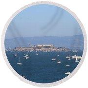 Sailboats In The San Francisco Bay Overlooking Alcatraz . 7d7862 Round Beach Towel