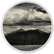 San Francisco Peaks In Black And White Round Beach Towel