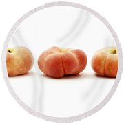 Saturn Peaches  Round Beach Towel