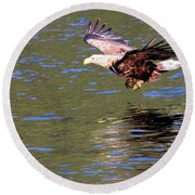 Sea Eagle's Water Landing Round Beach Towel