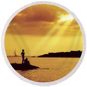 Silhouettes On The Beach Round Beach Towel