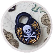 Skull And Cross Bones Lock Round Beach Towel