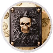 Skull Box With Skeleton Key Round Beach Towel