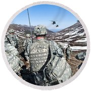Soldiers Wait For Uh-60 Black Hawk Round Beach Towel