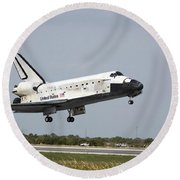 Space Shuttle Discovery Approaches Round Beach Towel