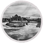 Spokane Falls From Lincoln Street Bridge In B And W Round Beach Towel