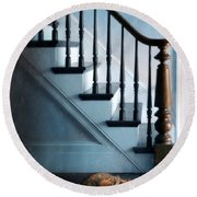 Spooked Cat By Stairs Round Beach Towel