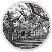 St. Charles Ave. Mansion Monochrome Round Beach Towel