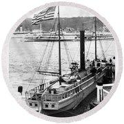 Steamer In The Hudson River - New York - 1909 Round Beach Towel