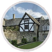 Stone Cottages In Broadway - Gloucestershire Round Beach Towel