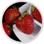 Strawberry Arrangement With A White Bowl No.0036 Round Beach Towel