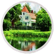 Suburban House With Reflection Round Beach Towel