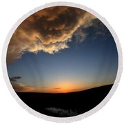 Sun Setting Behind The Horizon In Saskatchewan Round Beach Towel