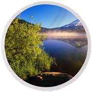 Sunrise Fog On Trillium Lake Round Beach Towel