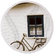 Tahtched Cottage And Bike Round Beach Towel