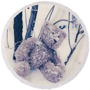 Teddy In Snow Round Beach Towel