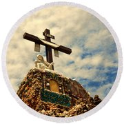 The Cross In The Grotto In Iowa Round Beach Towel