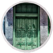 The Green Door In The French Quarter Round Beach Towel
