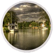 The River Thames At Streatley Round Beach Towel