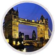 Tower Bridge In London At Night Round Beach Towel