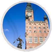 Town Hall And Neptune Fountain In Gdansk Round Beach Towel