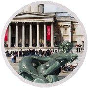Trafalgar Square With Fountain Round Beach Towel