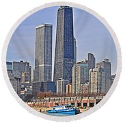 Tugboat On The Chicago River Round Beach Towel