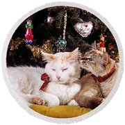 Two Cats At Christmas Round Beach Towel