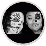 Two Faces In Black And White Round Beach Towel