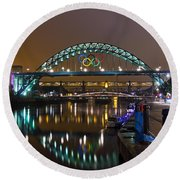 Tyne Bridge At Night Round Beach Towel
