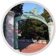 Uc Berkeley . Sproul Plaza . Sather Gate . 7d10039 Round Beach Towel