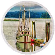 Ucluelet Harbour Hdr Round Beach Towel