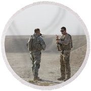 U.s. Army Soldier And German Soldier Round Beach Towel