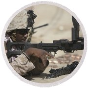 U.s. Marine Clears The Feed Tray Round Beach Towel