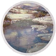 Valley Stream In Winter Round Beach Towel