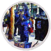 Van Gogh Is Captivated By A San Francisco Street Performer . 7d7246 Round Beach Towel
