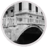 Venice Bridge Bw Round Beach Towel