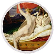 Venus Rising From Her Couch Round Beach Towel