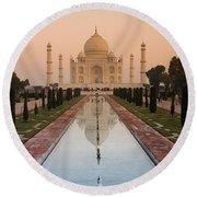 View Of Taj Mahal Reflecting In Pond Round Beach Towel