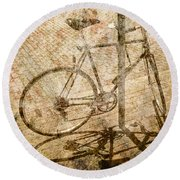 Vintage Looking Bicycle On Brick Pavement Round Beach Towel