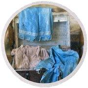 Vintage Trunk With Ladies Clothing Round Beach Towel