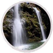 Waikani Falls And Pond Round Beach Towel